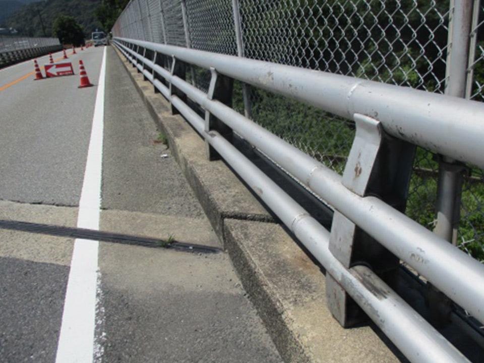 橋梁用防護柵